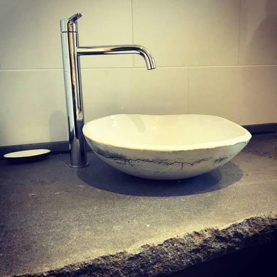 Porcelain basin for gite